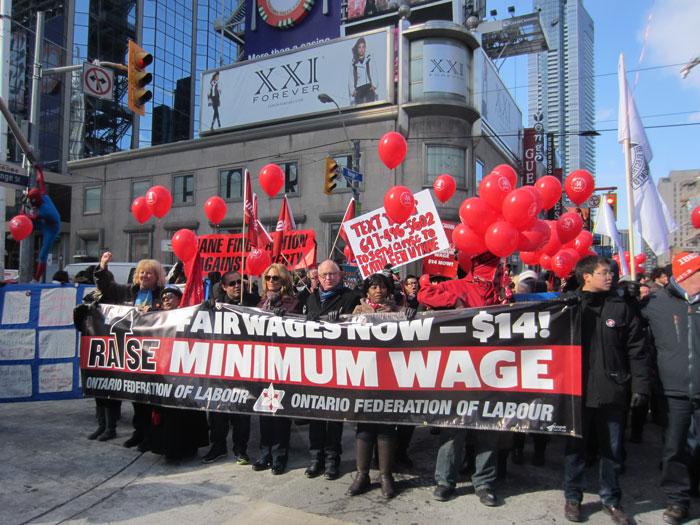勞聯示威爭最低時薪14元 「佔領」伊頓中心