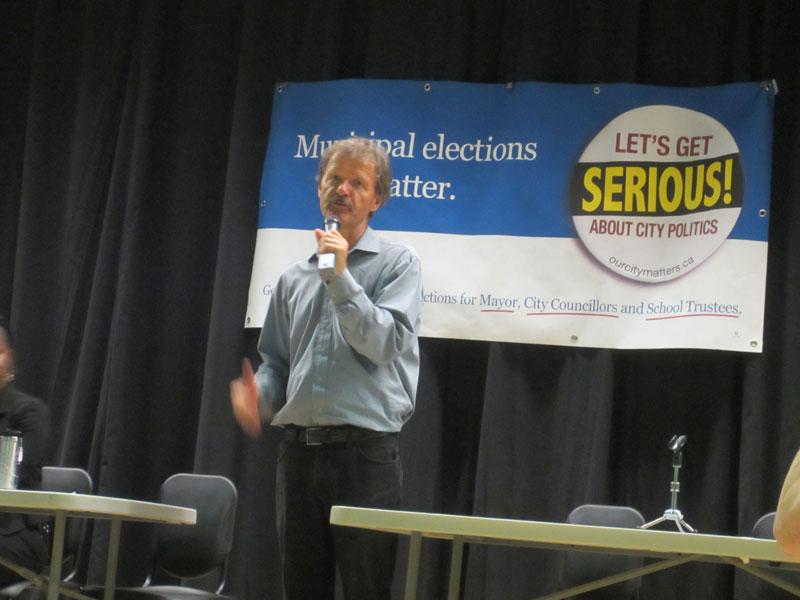 勞工議會主席John Cartwright致開幕詞,鼓勵大家積極參與工運