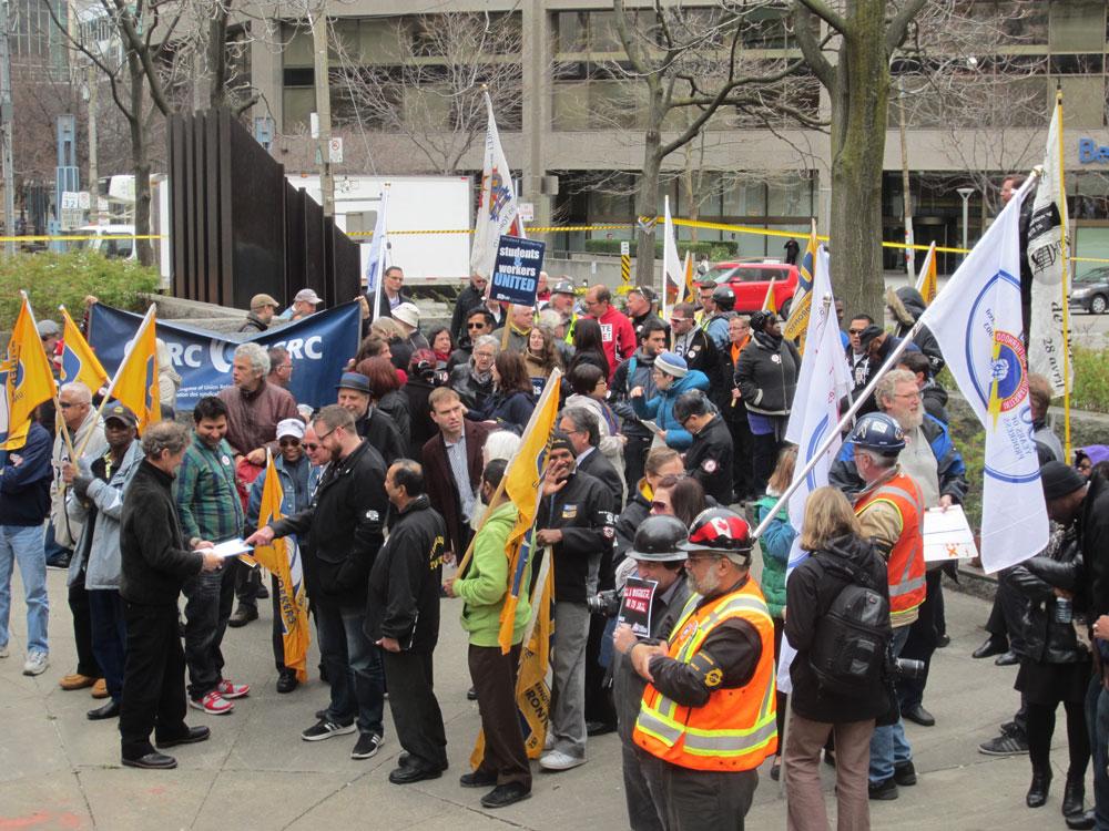 勞工議會多倫多市中心Larry Sefton Park,舉行悼念日活動