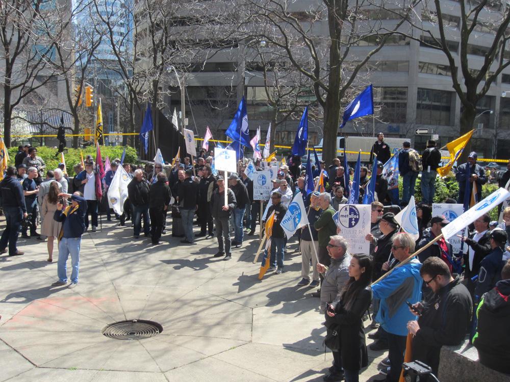 全國工傷哀悼日工人在多倫多公園集會。