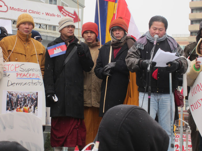 柬埔寨社區代表講述柬埔寨製衣工人罷工爭取權益遭鎮壓,敦促柬埔寨政府立刻釋放被捕的工人。