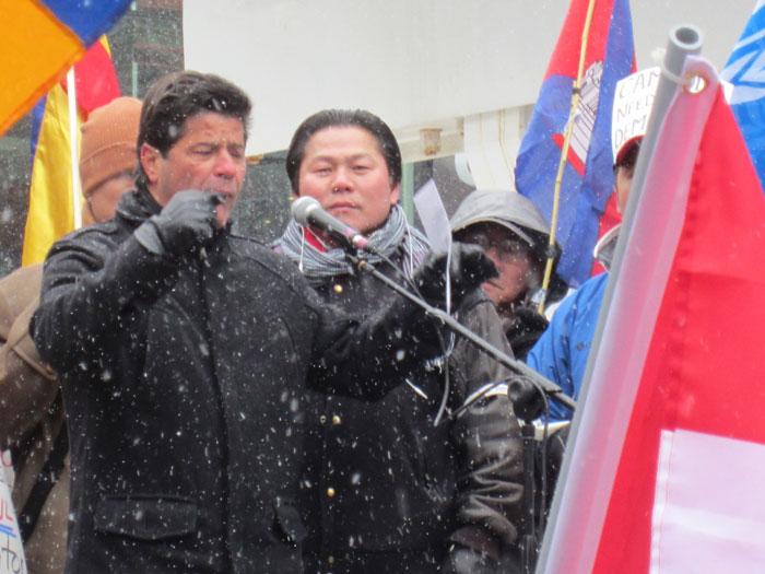 加拿大工會聯合會(Unifor)主席Jerry Dias強調工會對柬埔寨工人爭取公義的支持,並代表Unifor捐款給柬埔寨工人的運動。大會隨後宣布款項全數送給受害工人。
